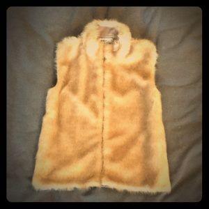 Jackets & Blazers - Beautiful vintage sleeveless fur coat